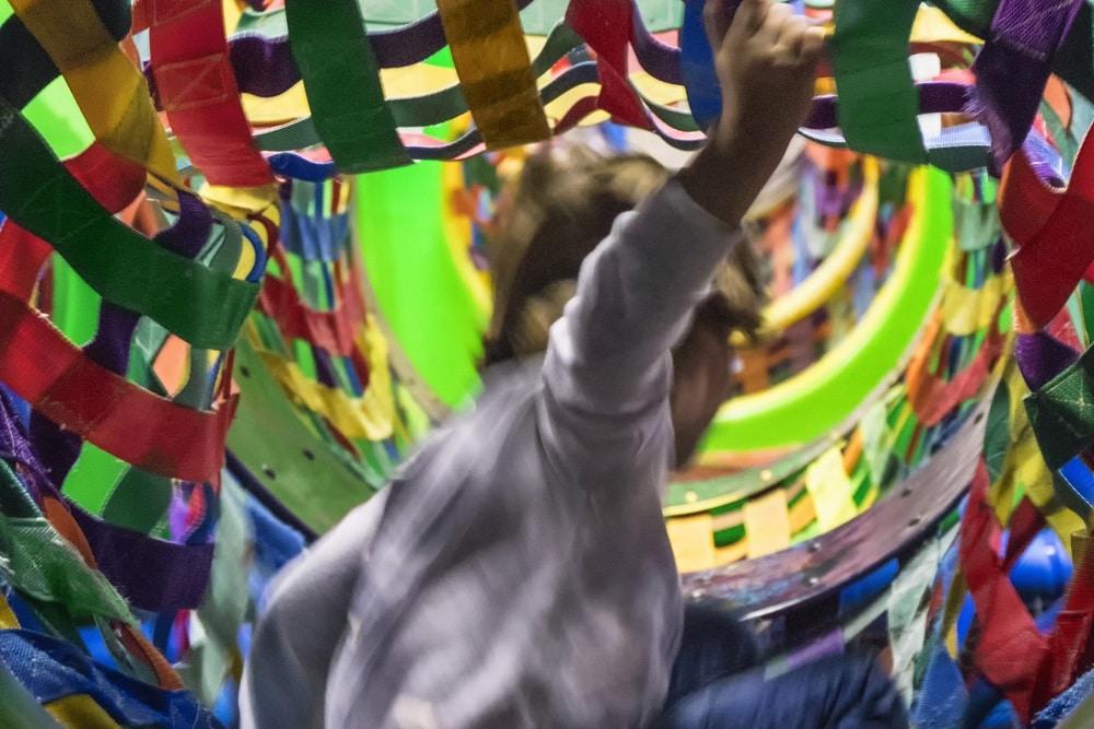 Kind speelt in het Klimkasteel van Jimmy's Speelparadijs